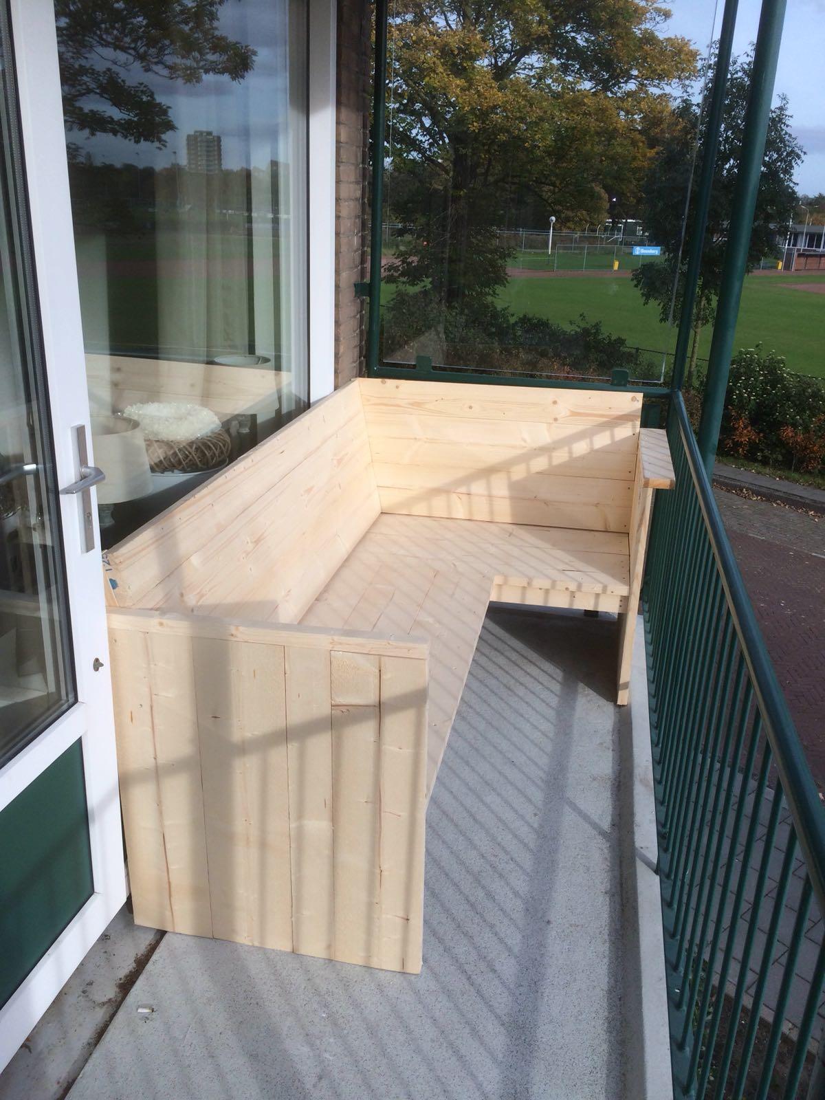 balkon bank swalif. Black Bedroom Furniture Sets. Home Design Ideas
